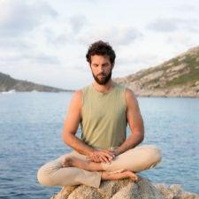 Guillaume Calabretto équipe pcoach professeur de Yoga 40 jours pour arrêter de fumer
